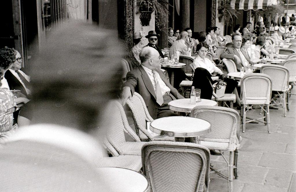 На экскурсию в Париж: столица Франции в объективе фотографа-любителя в 1955 году 11