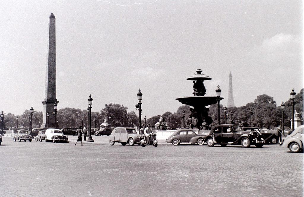 На экскурсию в Париж: столица Франции в объективе фотографа-любителя в 1955 году 13