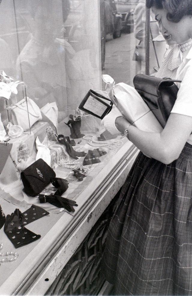 На экскурсию в Париж: столица Франции в объективе фотографа-любителя в 1955 году 15
