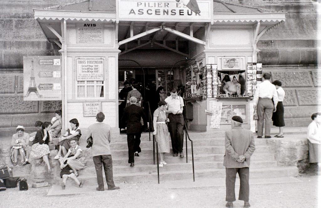 На экскурсию в Париж: столица Франции в объективе фотографа-любителя в 1955 году 16