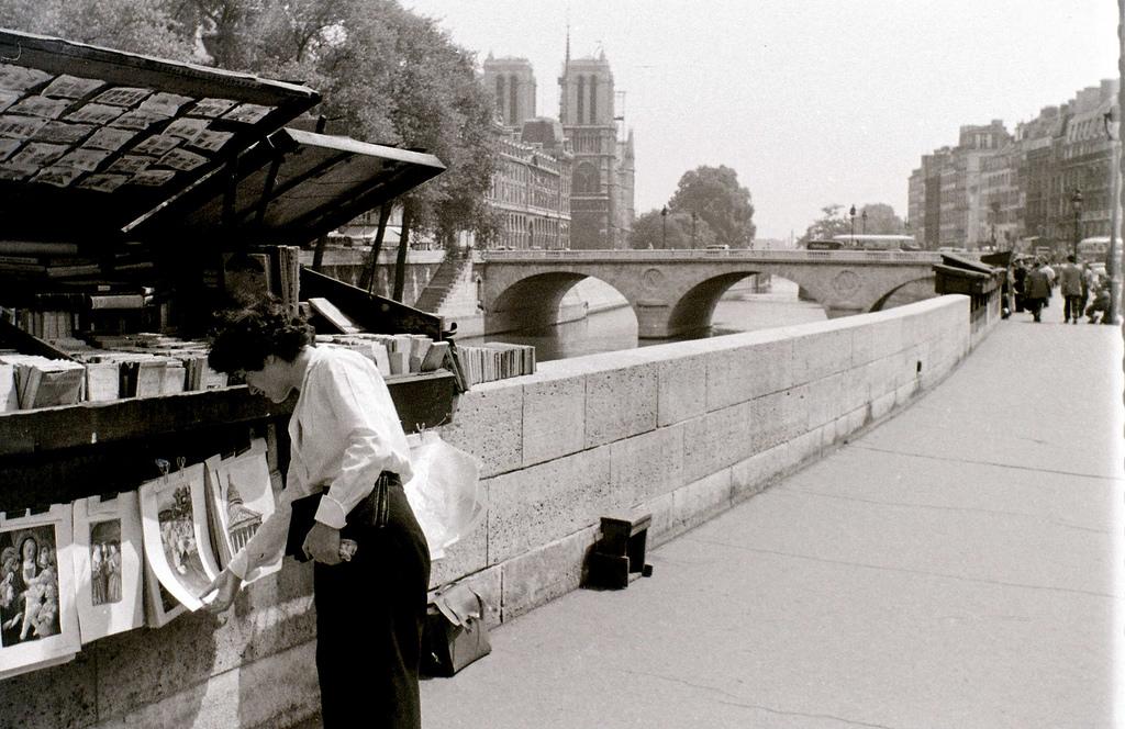 На экскурсию в Париж: столица Франции в объективе фотографа-любителя в 1955 году 19