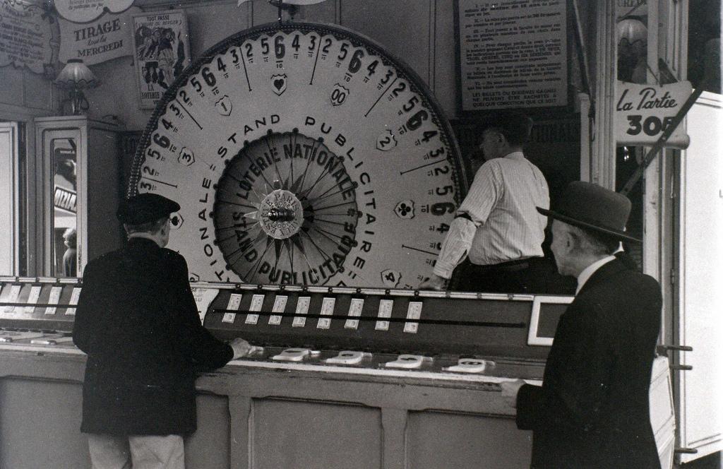 На экскурсию в Париж: столица Франции в объективе фотографа-любителя в 1955 году 25