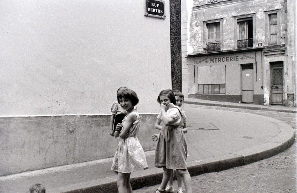 На экскурсию в Париж: столица Франции в объективе фотографа-любителя в 1955 году 26