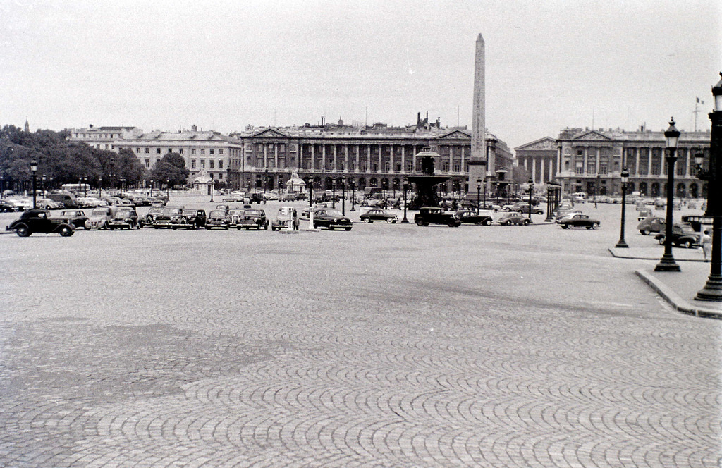 На экскурсию в Париж: столица Франции в объективе фотографа-любителя в 1955 году 30