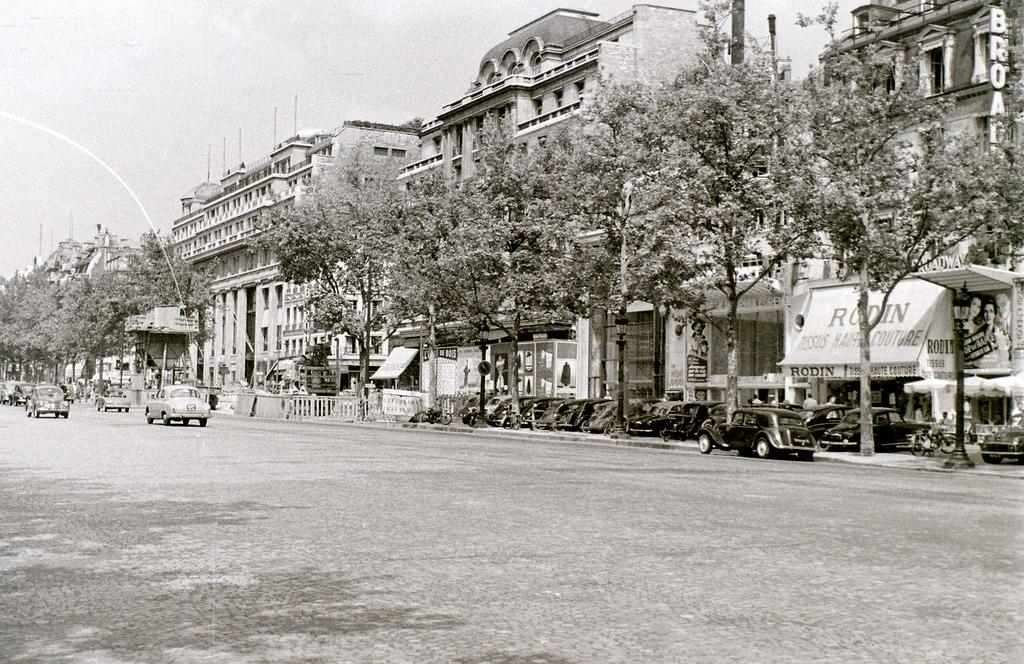 На экскурсию в Париж: столица Франции в объективе фотографа-любителя в 1955 году 33