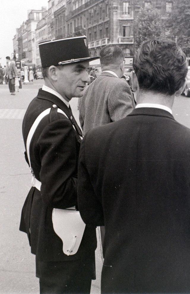 На экскурсию в Париж: столица Франции в объективе фотографа-любителя в 1955 году 36