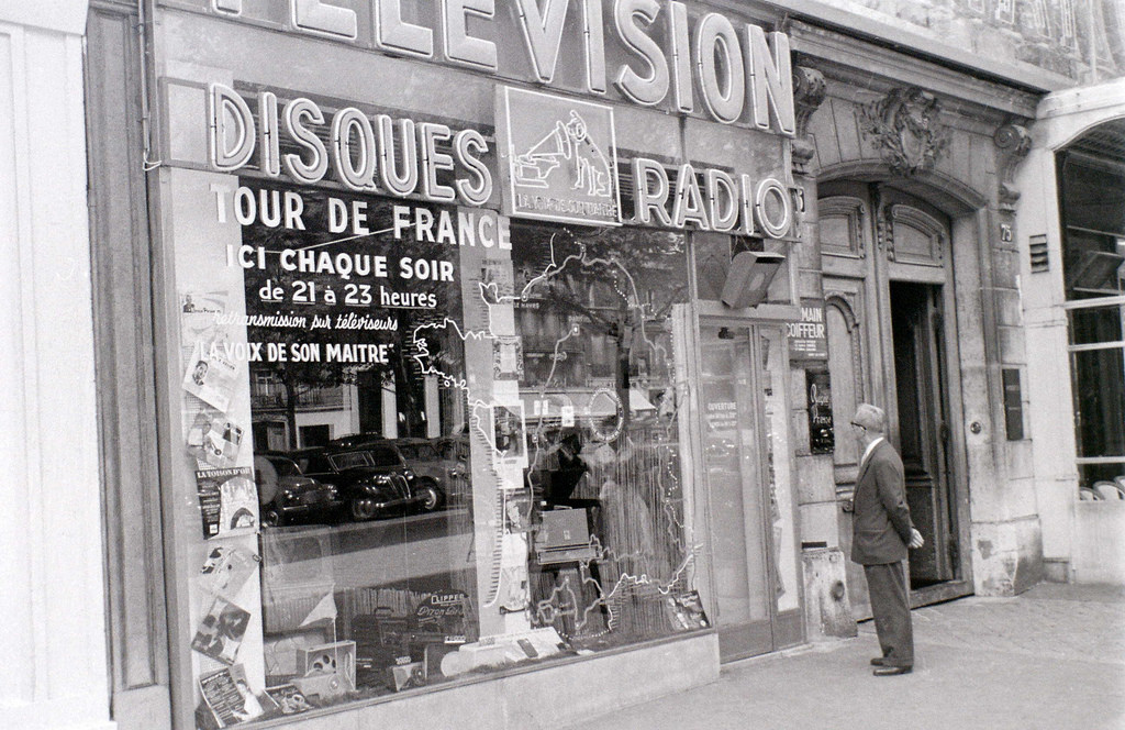 На экскурсию в Париж: столица Франции в объективе фотографа-любителя в 1955 году 39