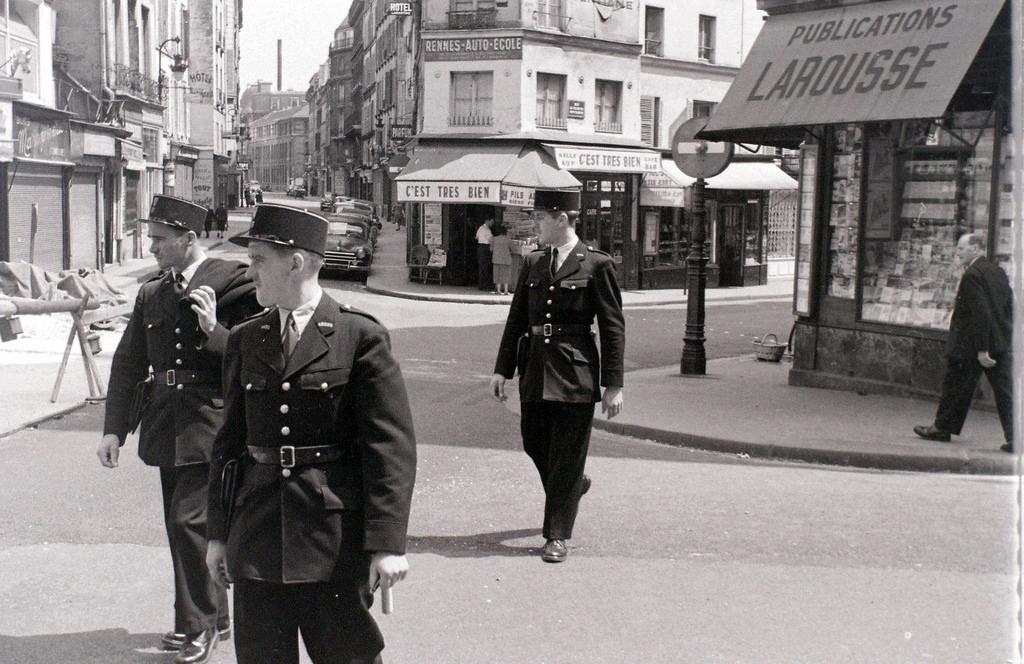 На экскурсию в Париж: столица Франции в объективе фотографа-любителя в 1955 году 43