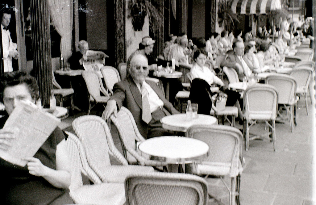 На экскурсию в Париж: столица Франции в объективе фотографа-любителя в 1955 году 45