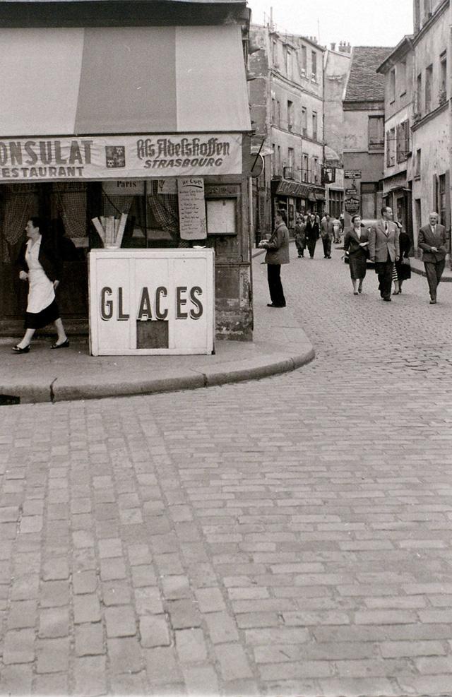 На экскурсию в Париж: столица Франции в объективе фотографа-любителя в 1955 году 49