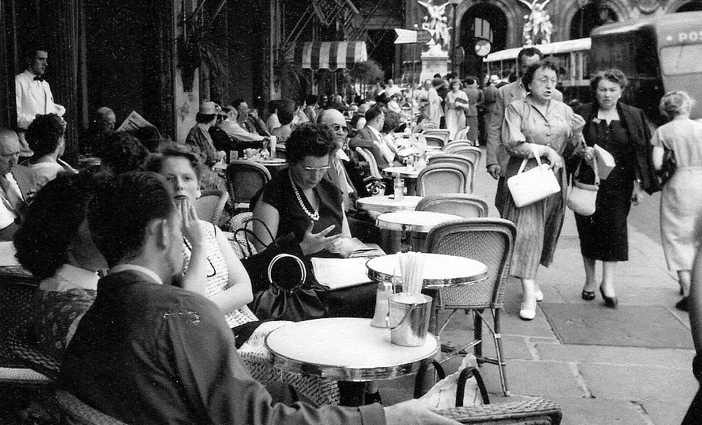 На экскурсию в Париж: столица Франции в объективе фотографа-любителя в 1955 году 58