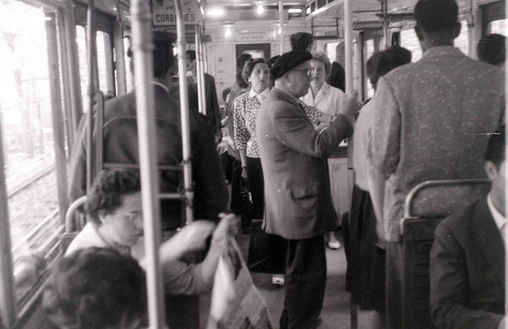 На экскурсию в Париж: столица Франции в объективе фотографа-любителя в 1955 году 7