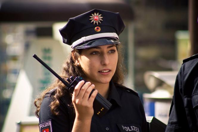 krasivye devushki politseyskie 4