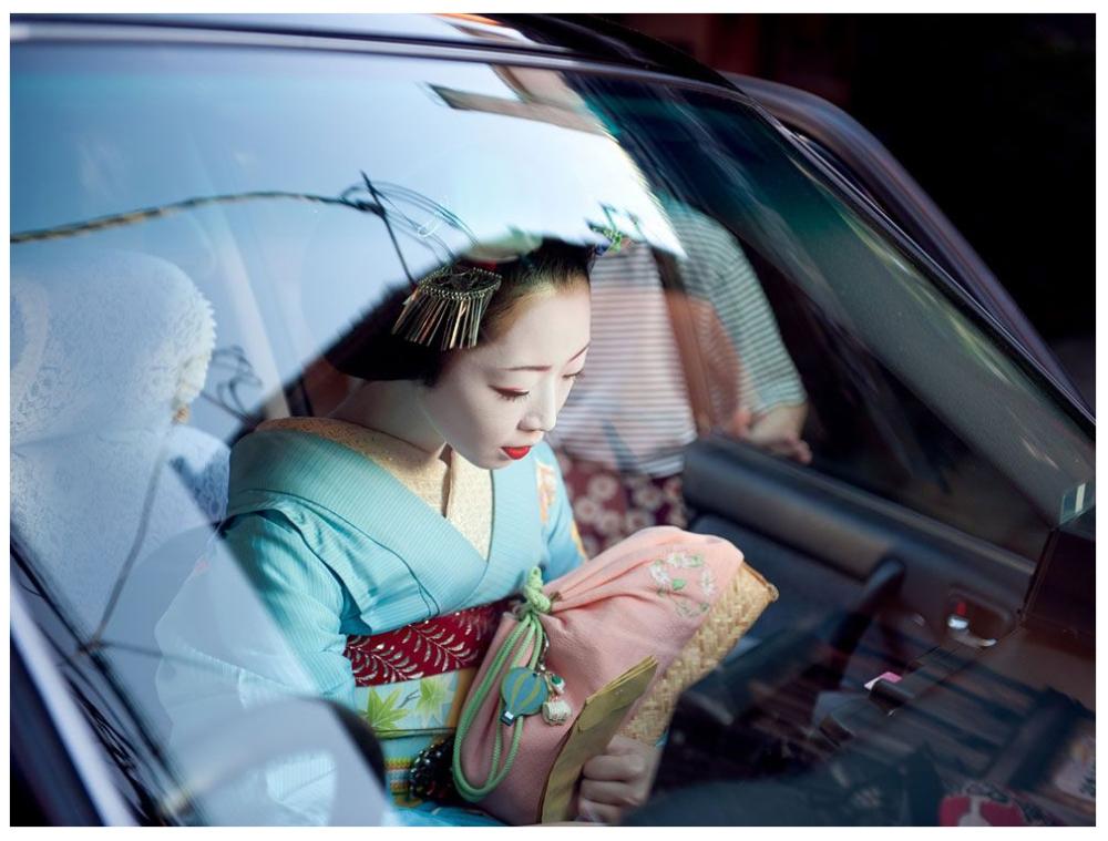 Шедевры от мастеров уличной фотографии: реальная жизнь в каждом снимке 13