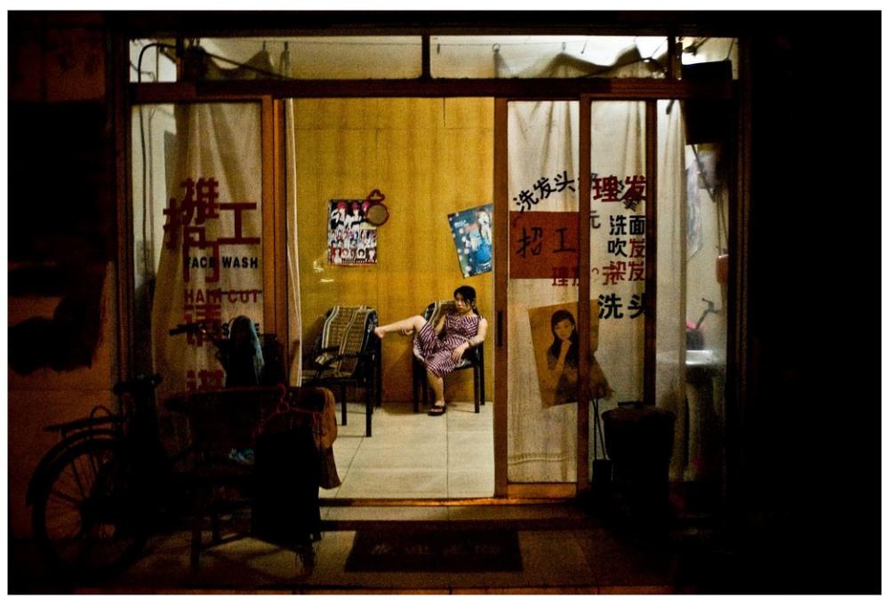 Шедевры от мастеров уличной фотографии: реальная жизнь в каждом снимке 19