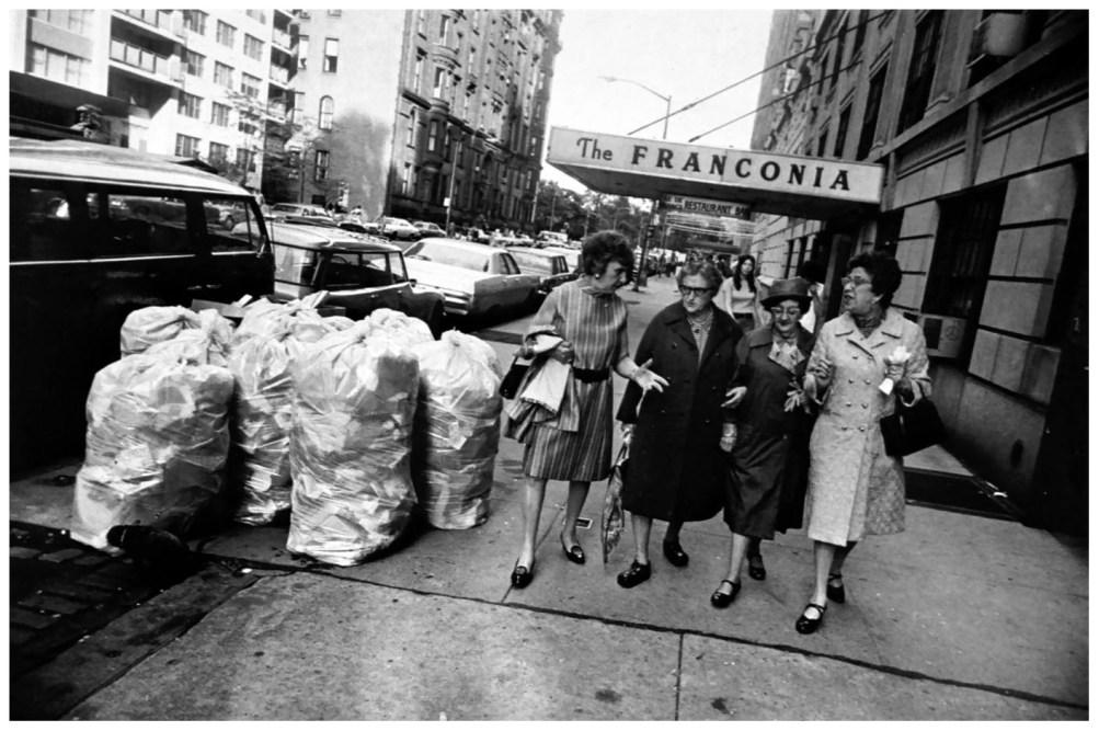 Шедевры от мастеров уличной фотографии: реальная жизнь в каждом снимке 1 13