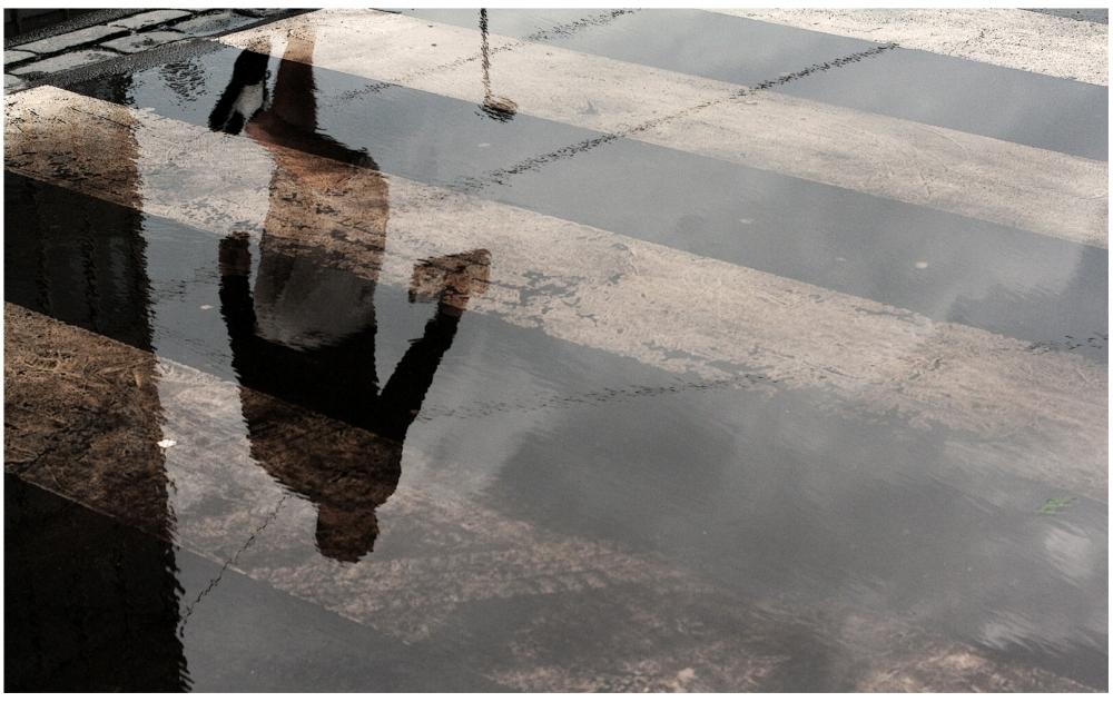 Шедевры от мастеров уличной фотографии: реальная жизнь в каждом снимке 43