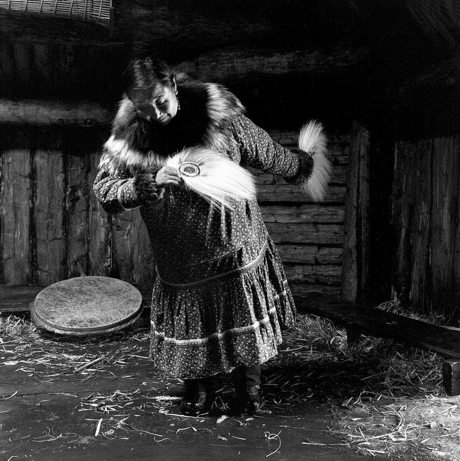 Жизнь в эскимосских деревнях Аляски. Фотограф Алекс Харрис  16