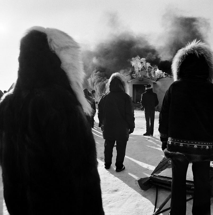Жизнь в эскимосских деревнях Аляски. Фотограф Алекс Харрис  5