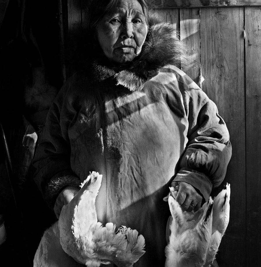 Жизнь в эскимосских деревнях Аляски. Фотограф Алекс Харрис  7