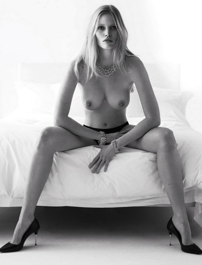 supermodeli-eroticheskih-zhurnalov-foto-smotret-foto-kak-berut-v-rot-chlen