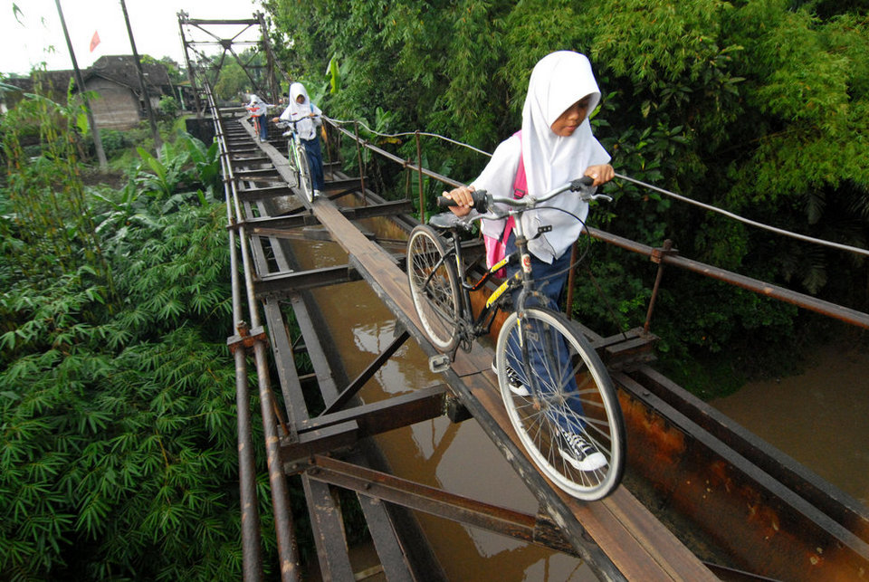 27 Most Dangerous Footpaths Around The World 19