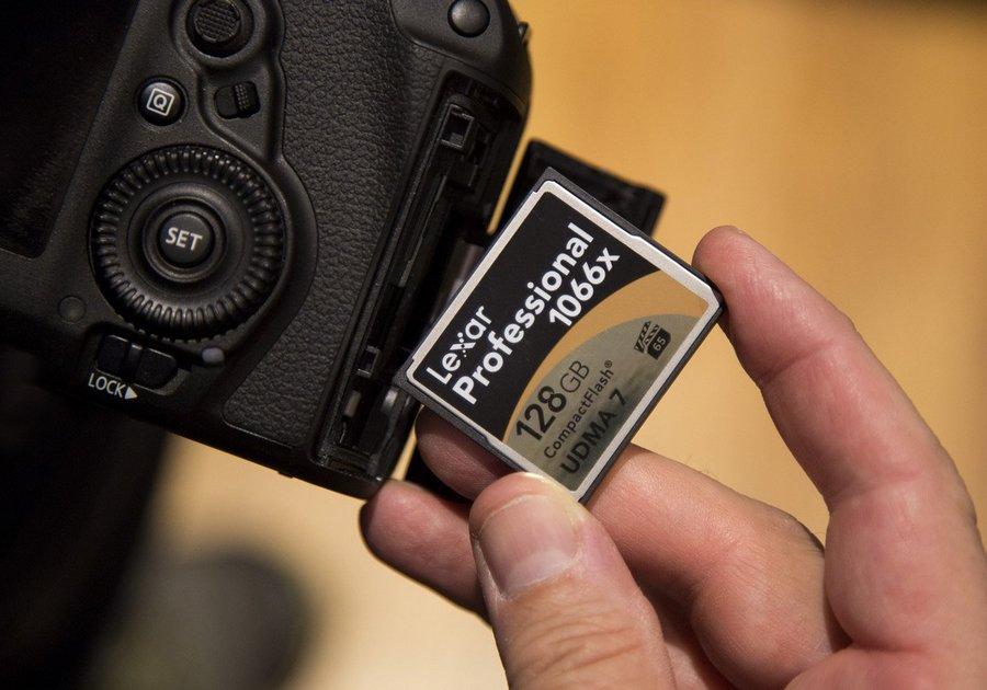 компакт флешка для фотоаппарата начале года