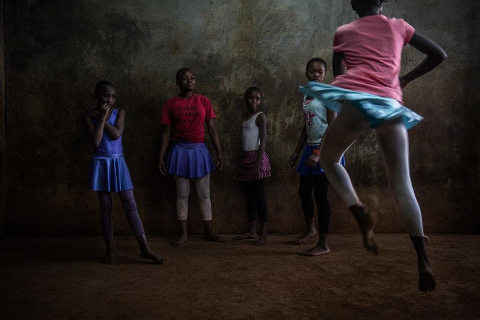 Балет в трущобах. Фотограф Фредрик Лернерид 12