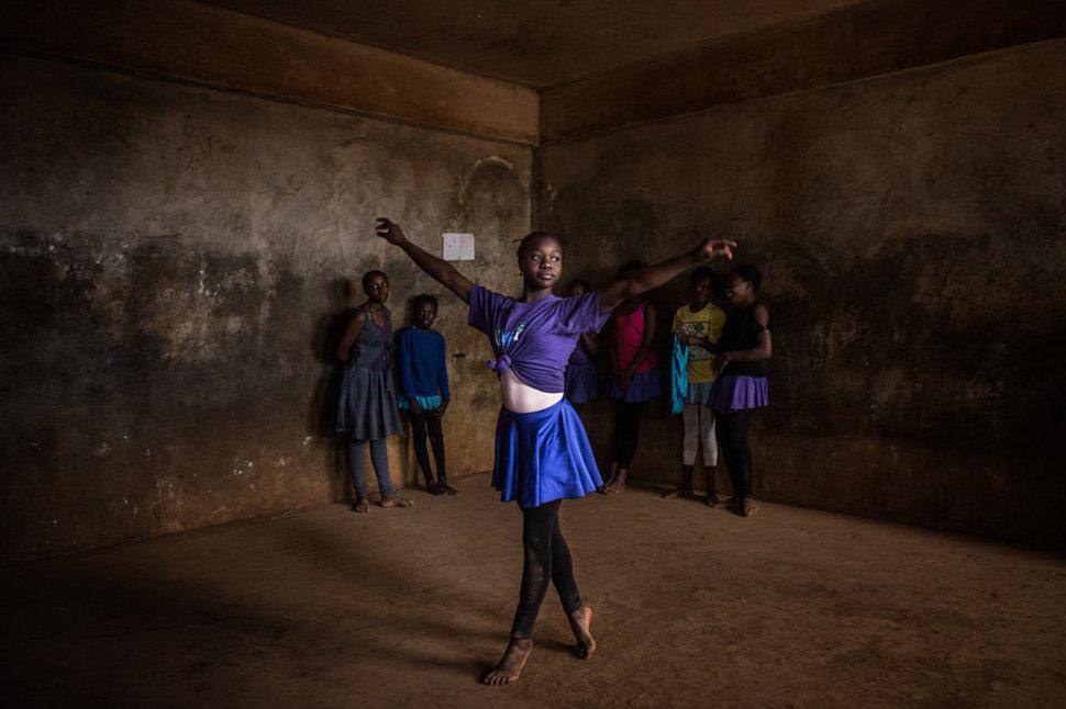 Балет в трущобах. Фотограф Фредрик Лернерид 16