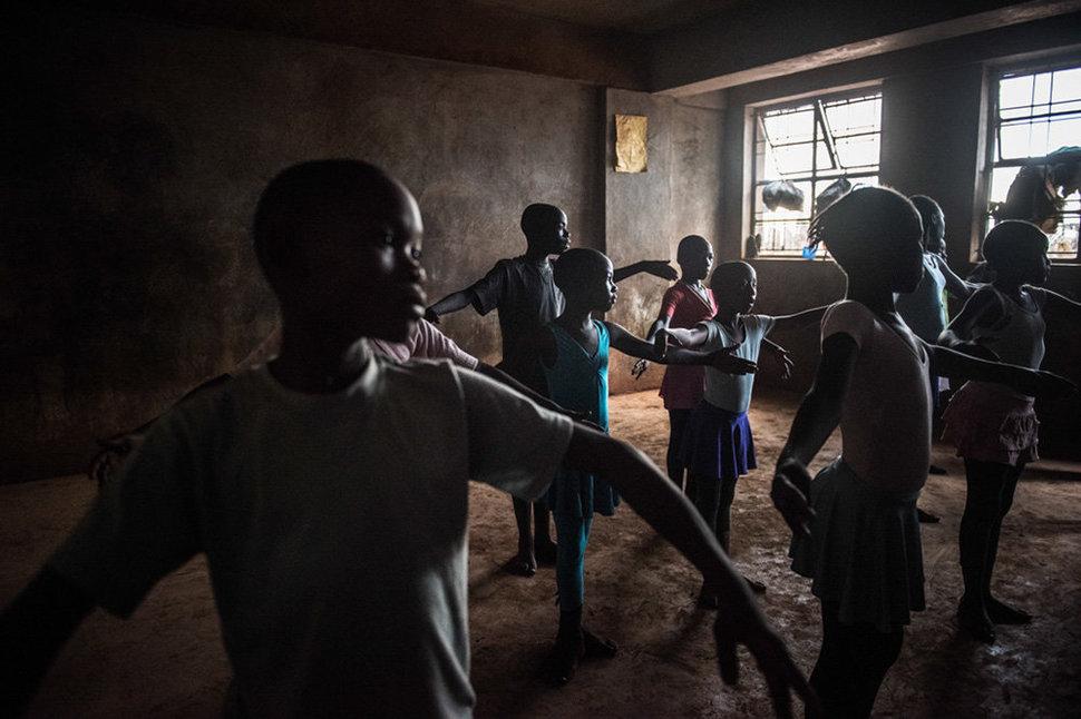 Балет в трущобах. Фотограф Фредрик Лернерид 5