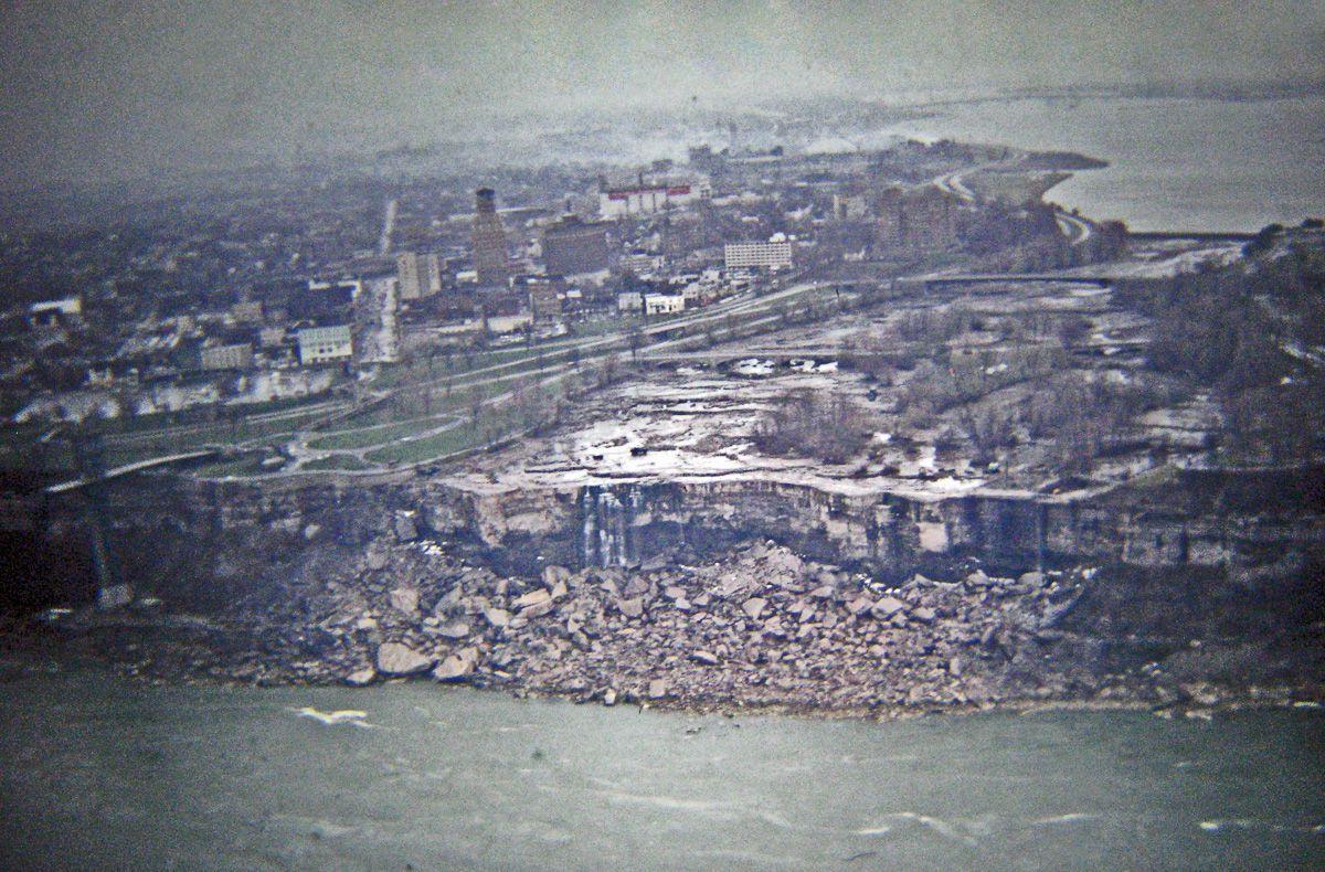 В 1969 году впервые осушили Ниагарский водопад 1