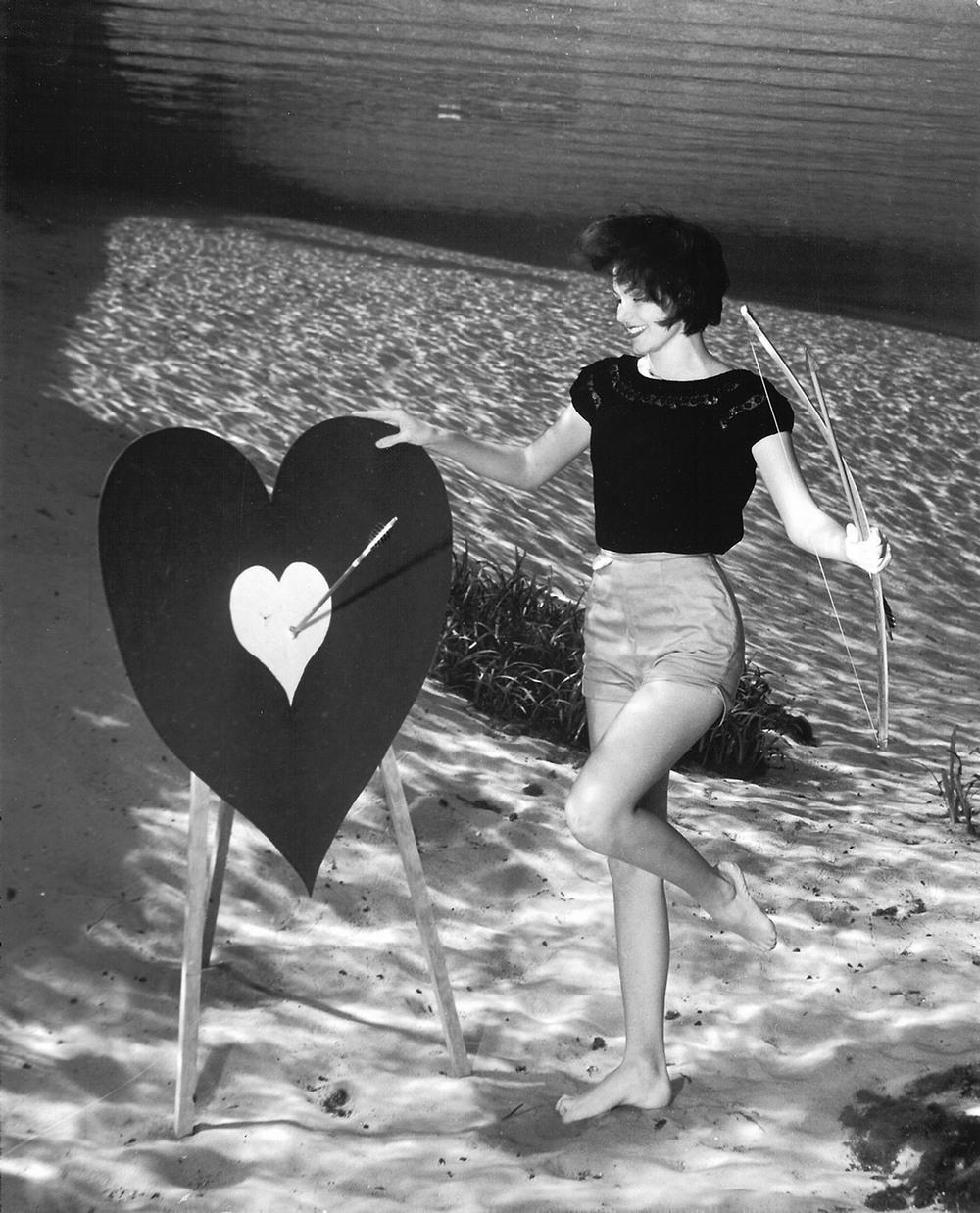 Пин-ап фотосессия 1938 года от пионера подводной фотографии Брюса Мозерта 11