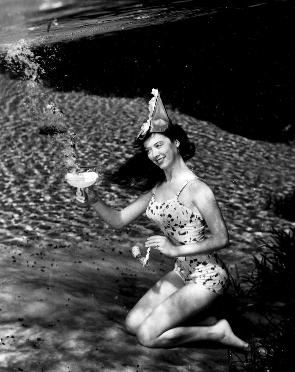 Пин-ап фотосессия 1938 года от пионера подводной фотографии Брюса Мозерта 5