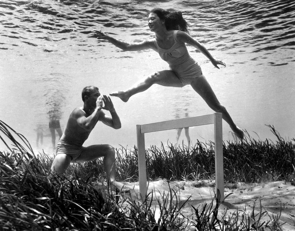 Пин-ап фотосессия 1938 года от пионера подводной фотографии Брюса Мозерта 7