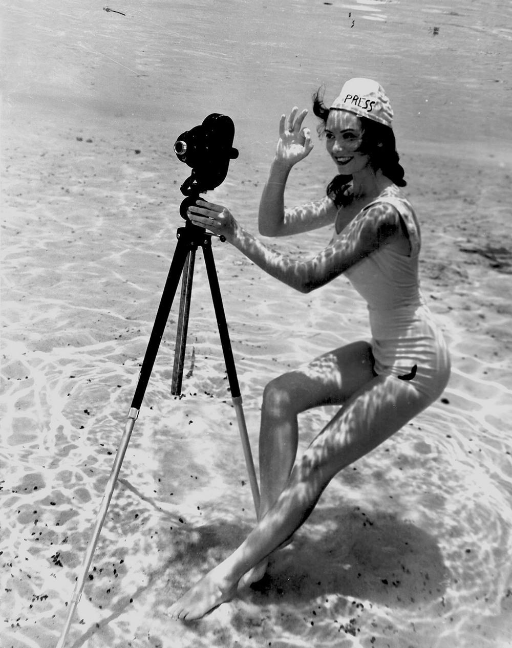 Пин-ап фотосессия 1938 года от пионера подводной фотографии Брюса Мозерта 8