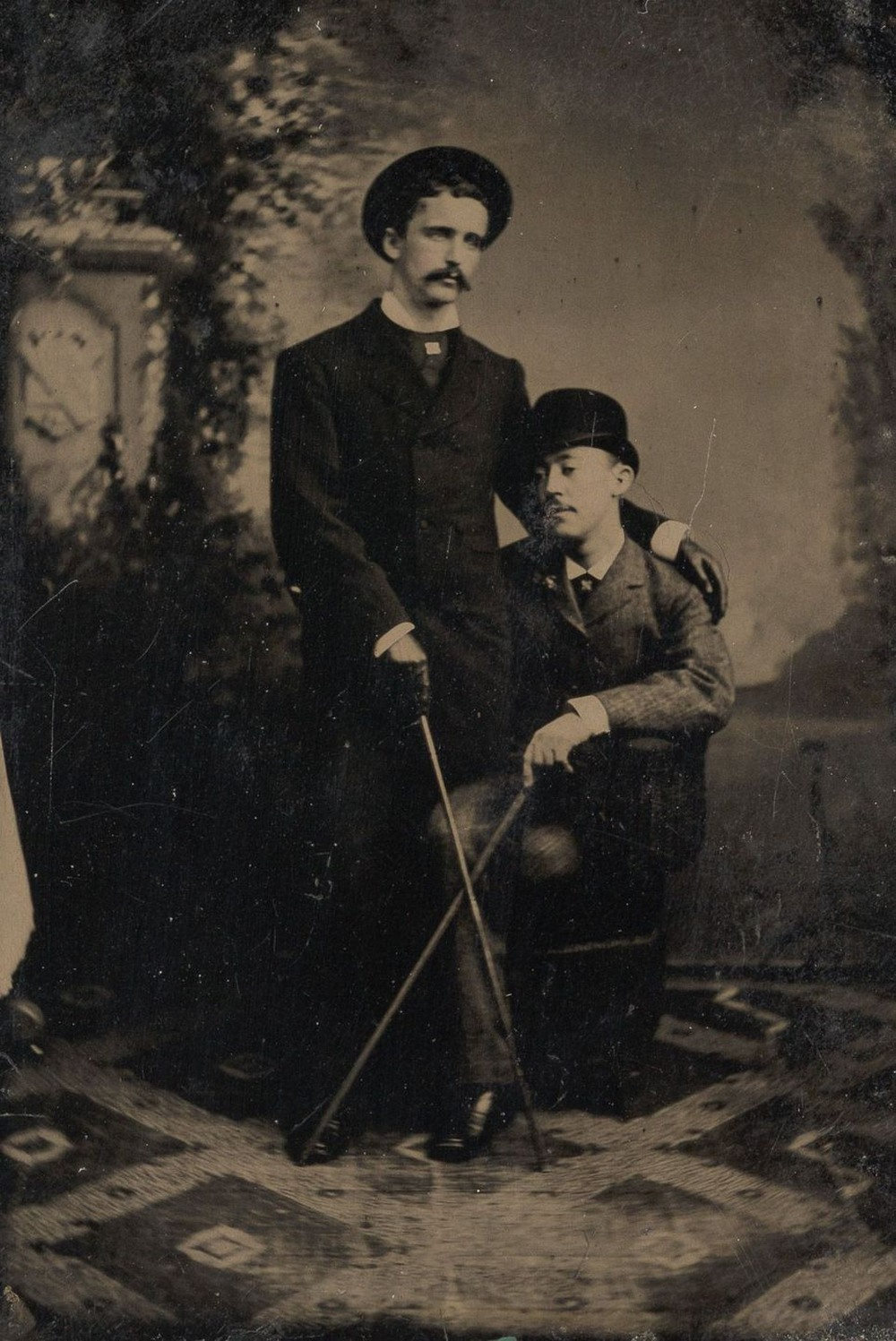 Броманс в викторианскую эпоху: интимные мужские объятия в редких фотографиях конца 1800-х годов  3