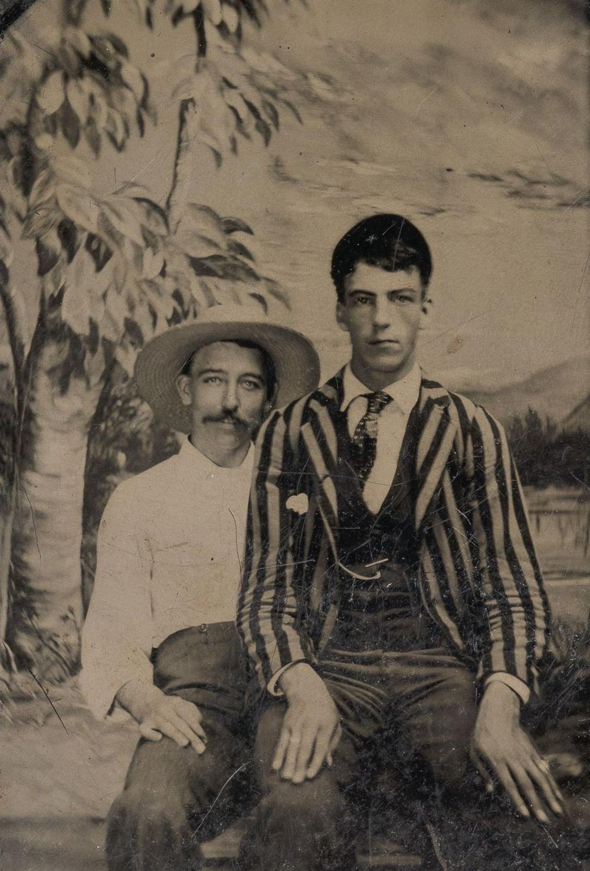 Броманс в викторианскую эпоху: интимные мужские объятия в редких фотографиях конца 1800-х годов  6