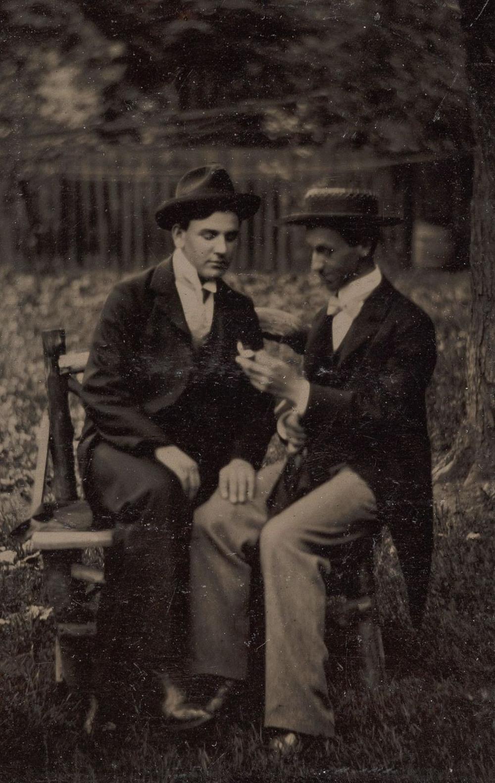Броманс в викторианскую эпоху: интимные мужские объятия в редких фотографиях конца 1800-х годов  7