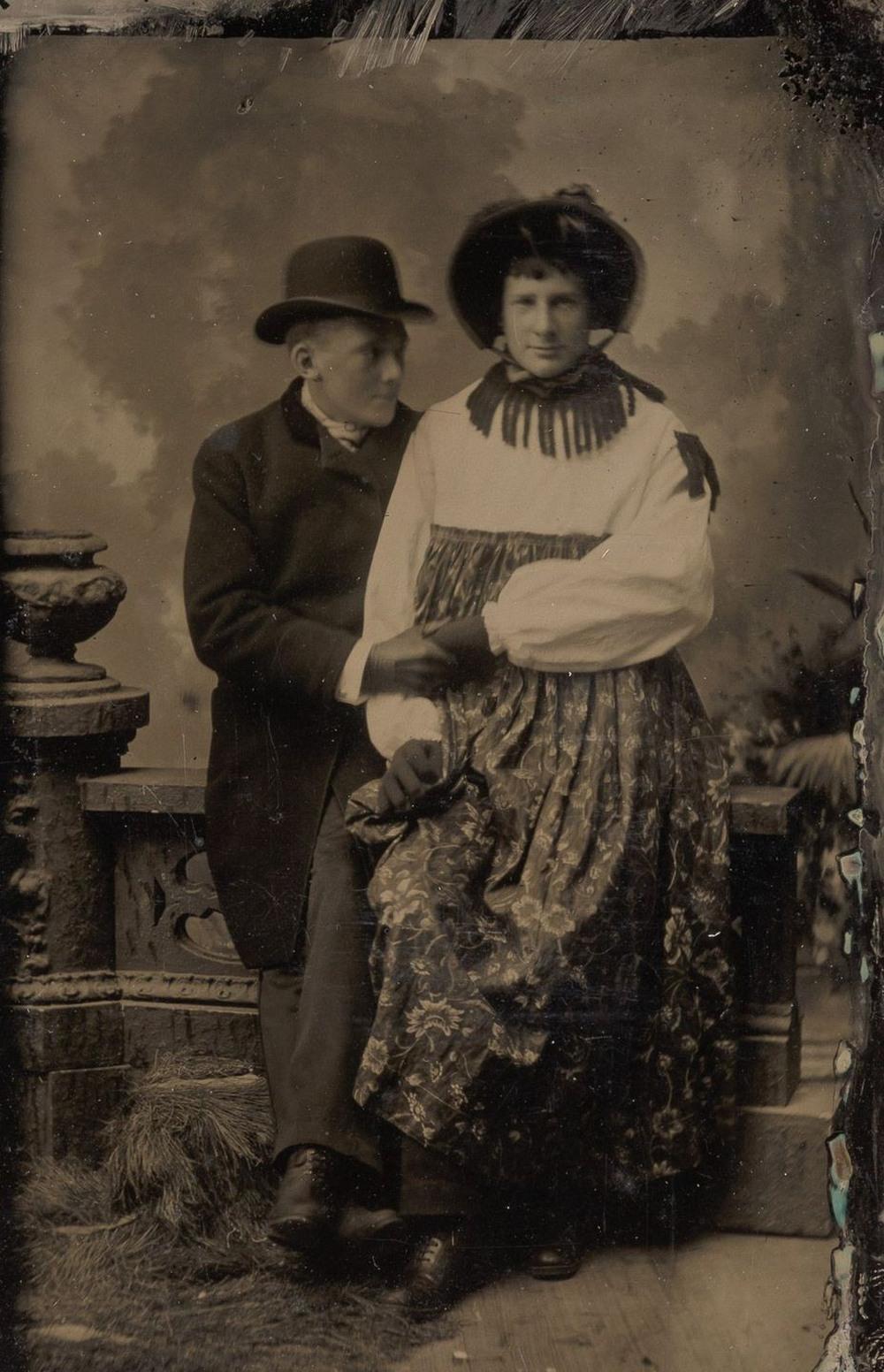 Броманс в викторианскую эпоху: интимные мужские объятия в редких фотографиях конца 1800-х годов  8