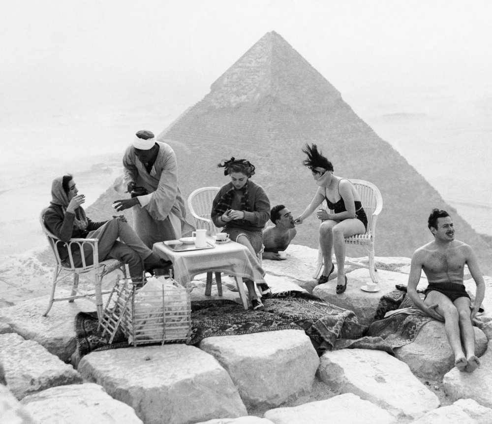 Ретро фотографии туристов на пирамидах Гизы  1