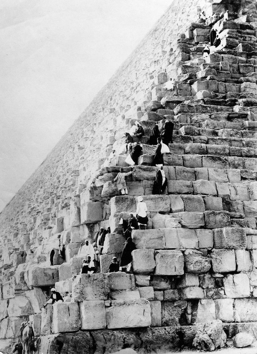Ретро фотографии туристов на пирамидах Гизы  11