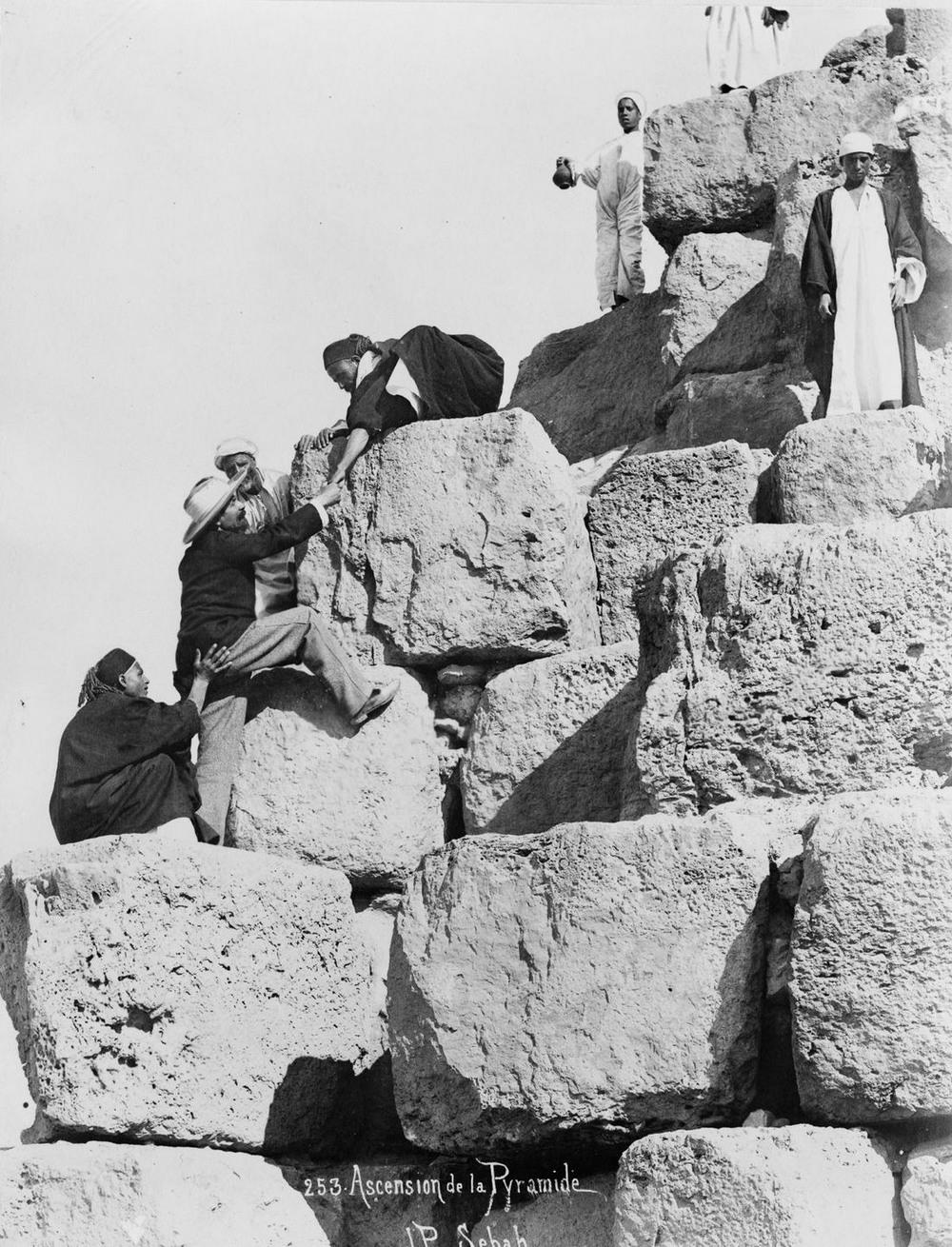 Ретро фотографии туристов на пирамидах Гизы  12
