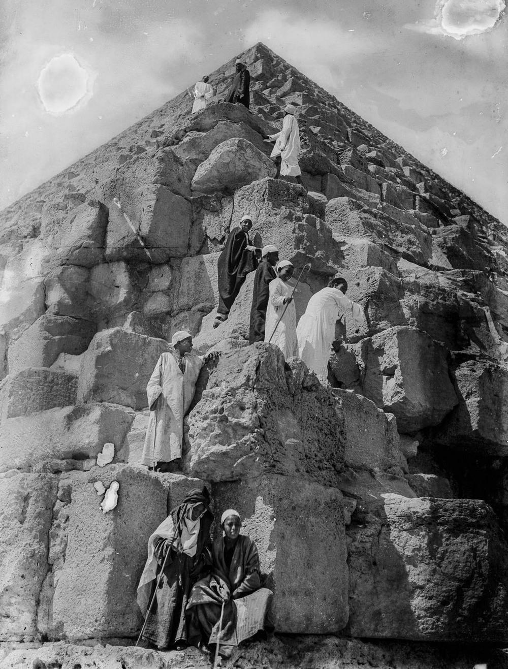 Ретро фотографии туристов на пирамидах Гизы  13