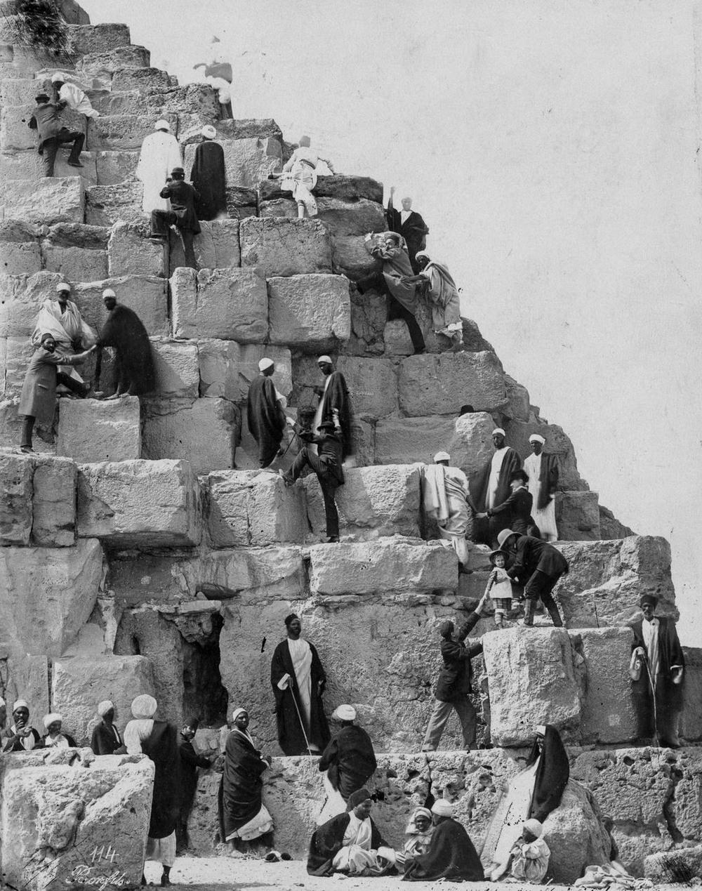 Ретро фотографии туристов на пирамидах Гизы  14