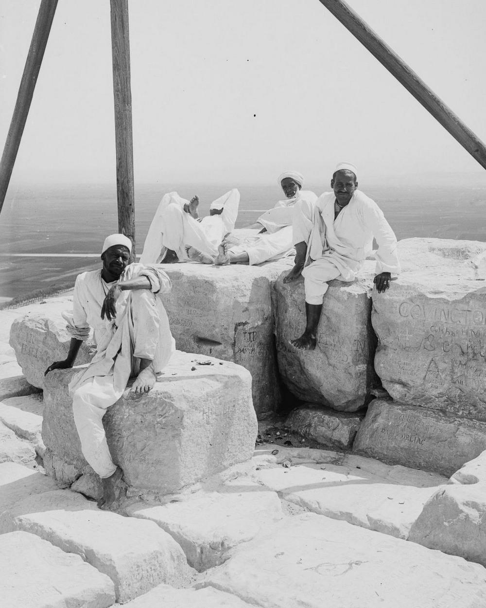 Ретро фотографии туристов на пирамидах Гизы  17