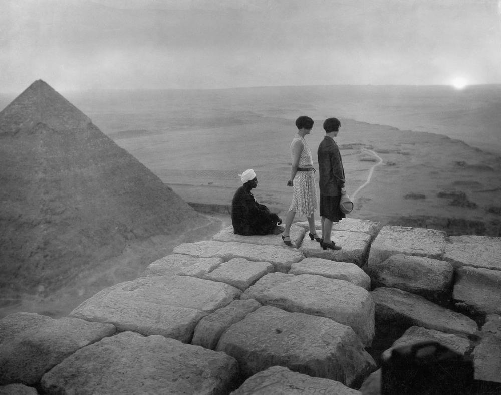 Ретро фотографии туристов на пирамидах Гизы  21