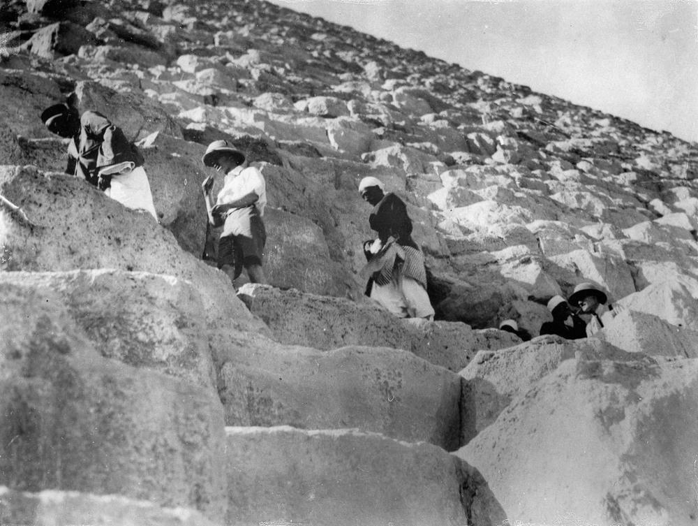Ретро фотографии туристов на пирамидах Гизы  7