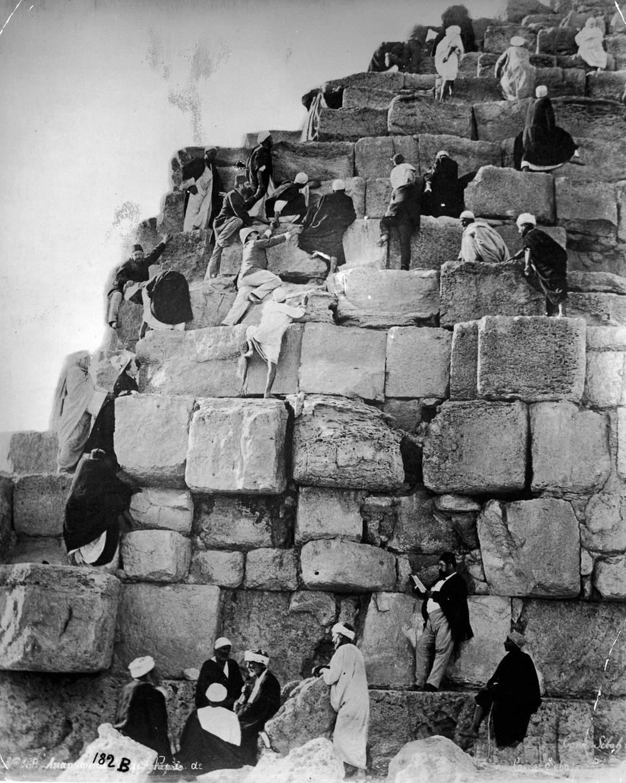 Ретро фотографии туристов на пирамидах Гизы  9