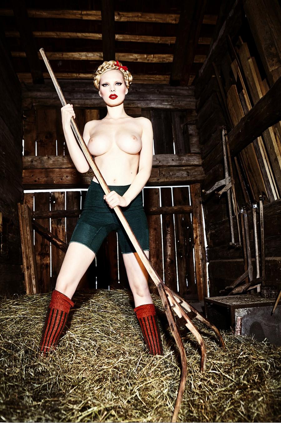 Баварские фантазии в эротических фотографиях Эллен фон Унверт 10