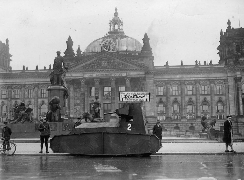 Резиновые танки: как хитрили на войне с не очень тяжёлой техникой. Фотографии 1918-1954 годов 11